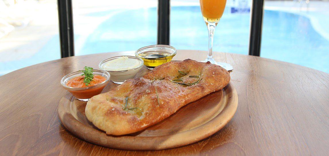 Caf'e Restaurant Bread